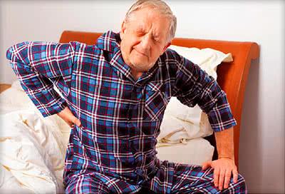 Боли под лопаткой у стариков